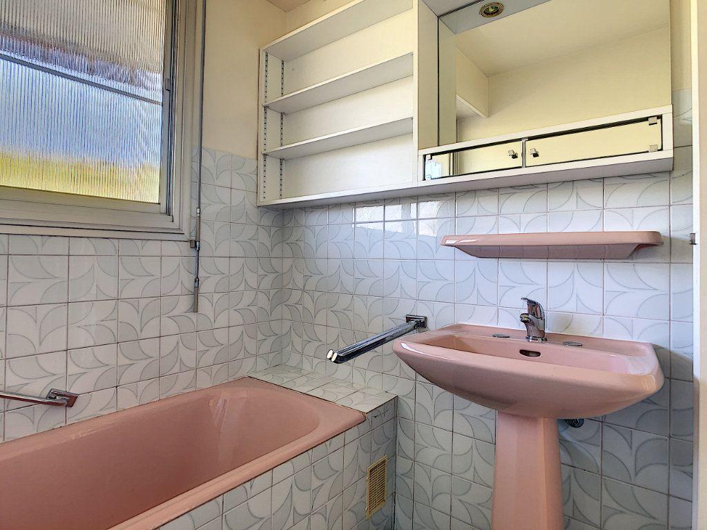 Appartement à louer 4 137.95m2 à Roquebrune-Cap-Martin vignette-15