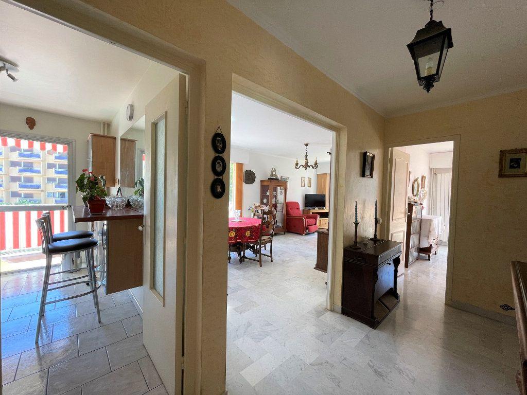 Appartement à vendre 3 72.3m2 à Roquebrune-Cap-Martin vignette-4