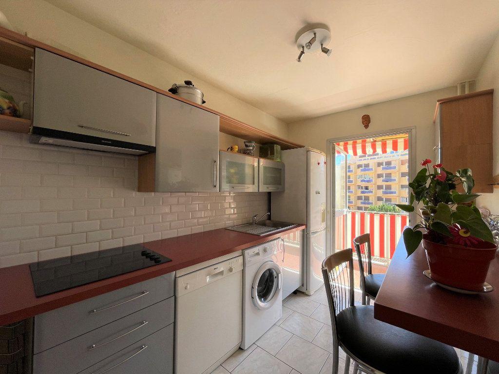 Appartement à vendre 3 72.3m2 à Roquebrune-Cap-Martin vignette-5