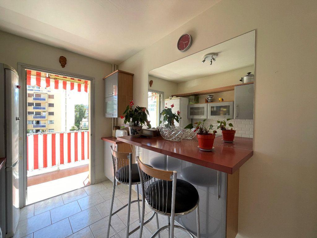 Appartement à vendre 3 72.3m2 à Roquebrune-Cap-Martin vignette-6