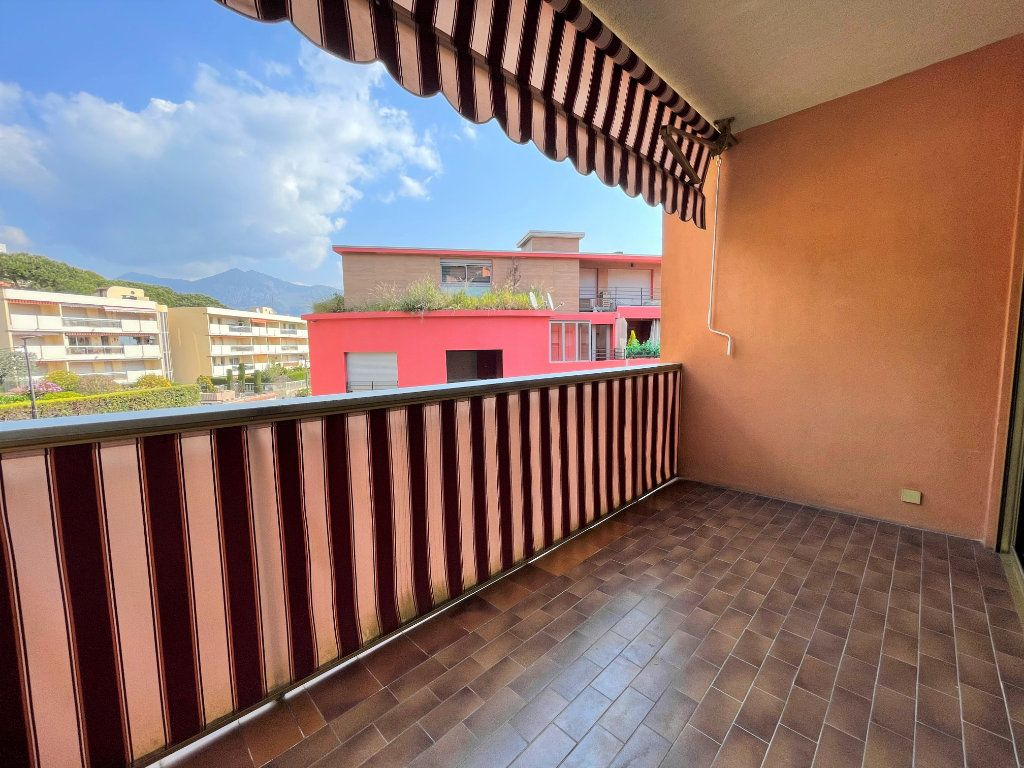 Appartement à louer 1 21.62m2 à Roquebrune-Cap-Martin vignette-3