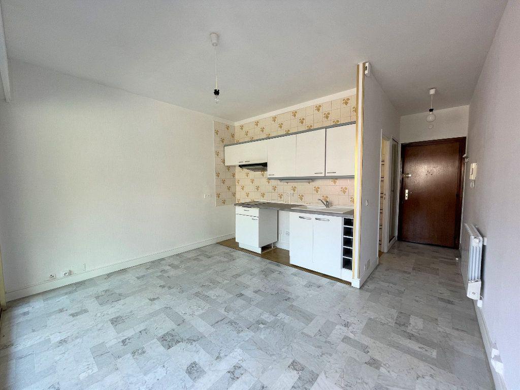 Appartement à louer 1 21.62m2 à Roquebrune-Cap-Martin vignette-5