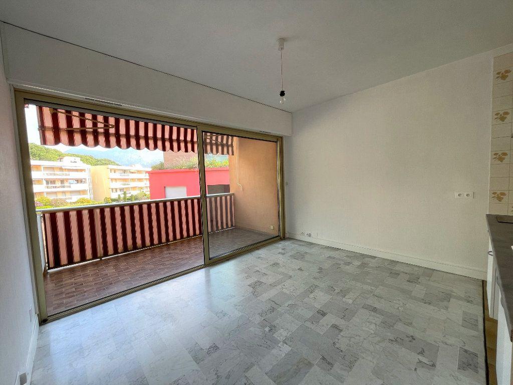 Appartement à louer 1 21.62m2 à Roquebrune-Cap-Martin vignette-6