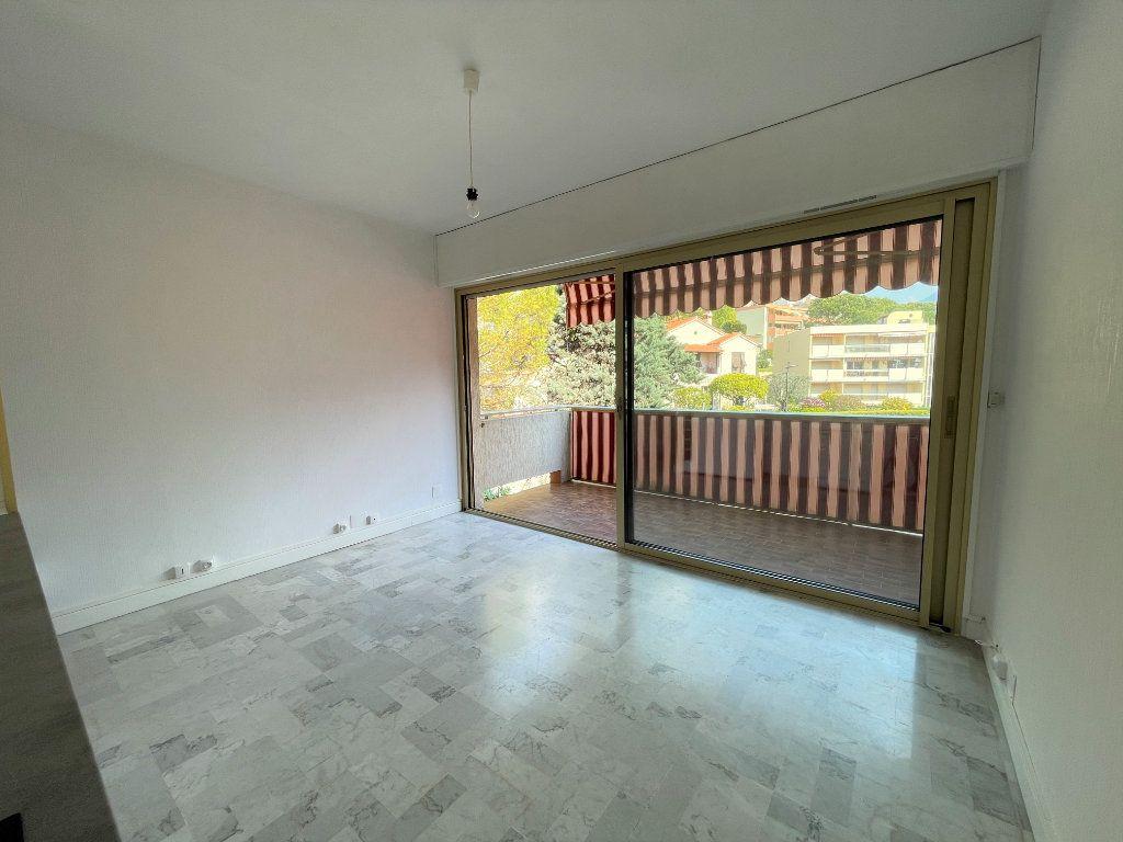 Appartement à louer 1 21.62m2 à Roquebrune-Cap-Martin vignette-7