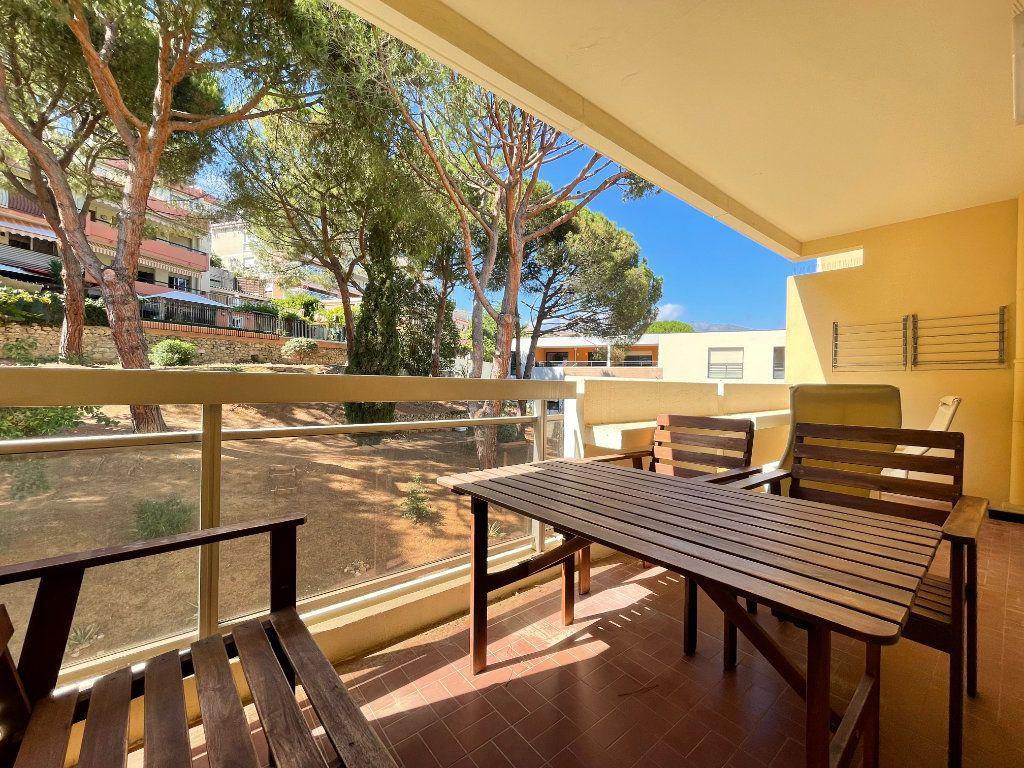 Appartement à louer 1 28.09m2 à Roquebrune-Cap-Martin vignette-1