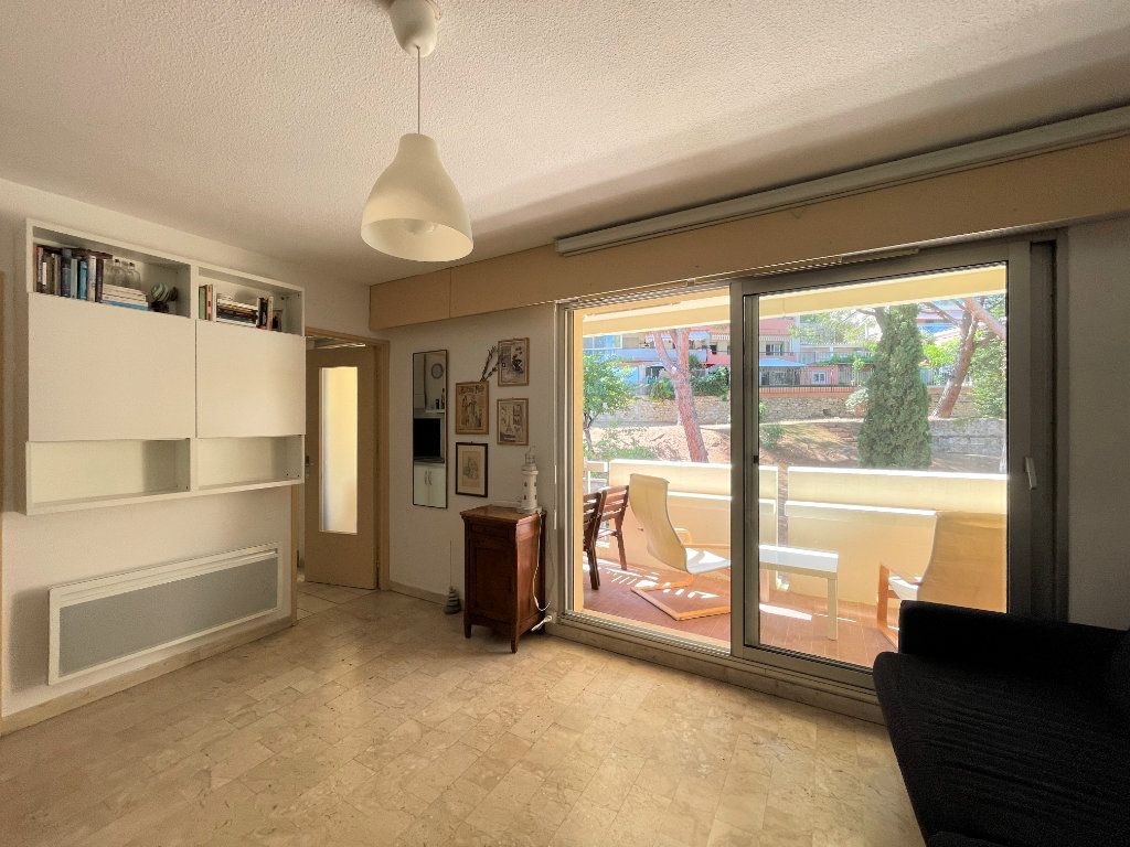 Appartement à louer 1 28.09m2 à Roquebrune-Cap-Martin vignette-7