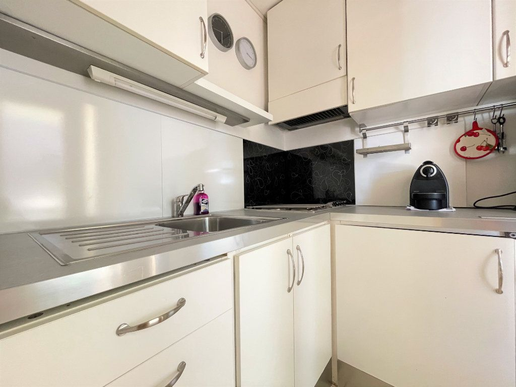 Appartement à louer 1 28.09m2 à Roquebrune-Cap-Martin vignette-9