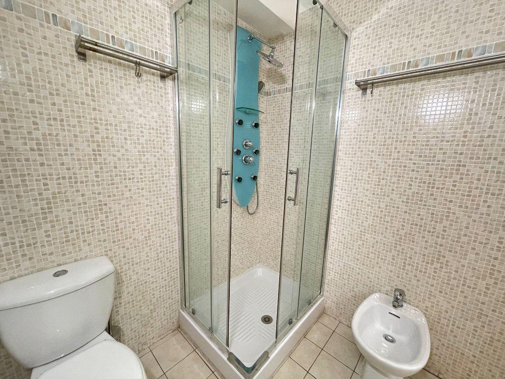 Appartement à louer 1 28.09m2 à Roquebrune-Cap-Martin vignette-11