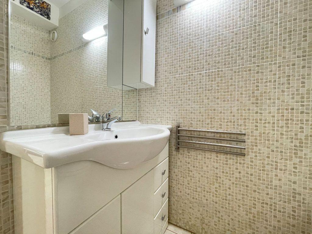 Appartement à louer 1 28.09m2 à Roquebrune-Cap-Martin vignette-12
