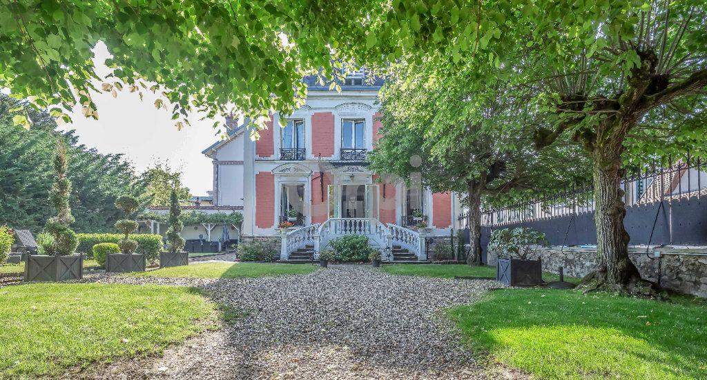 Maison à vendre 9 246m2 à Le Raincy vignette-1