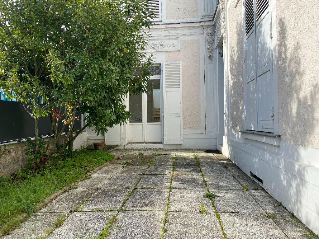 Appartement à louer 2 56m2 à Le Raincy vignette-1