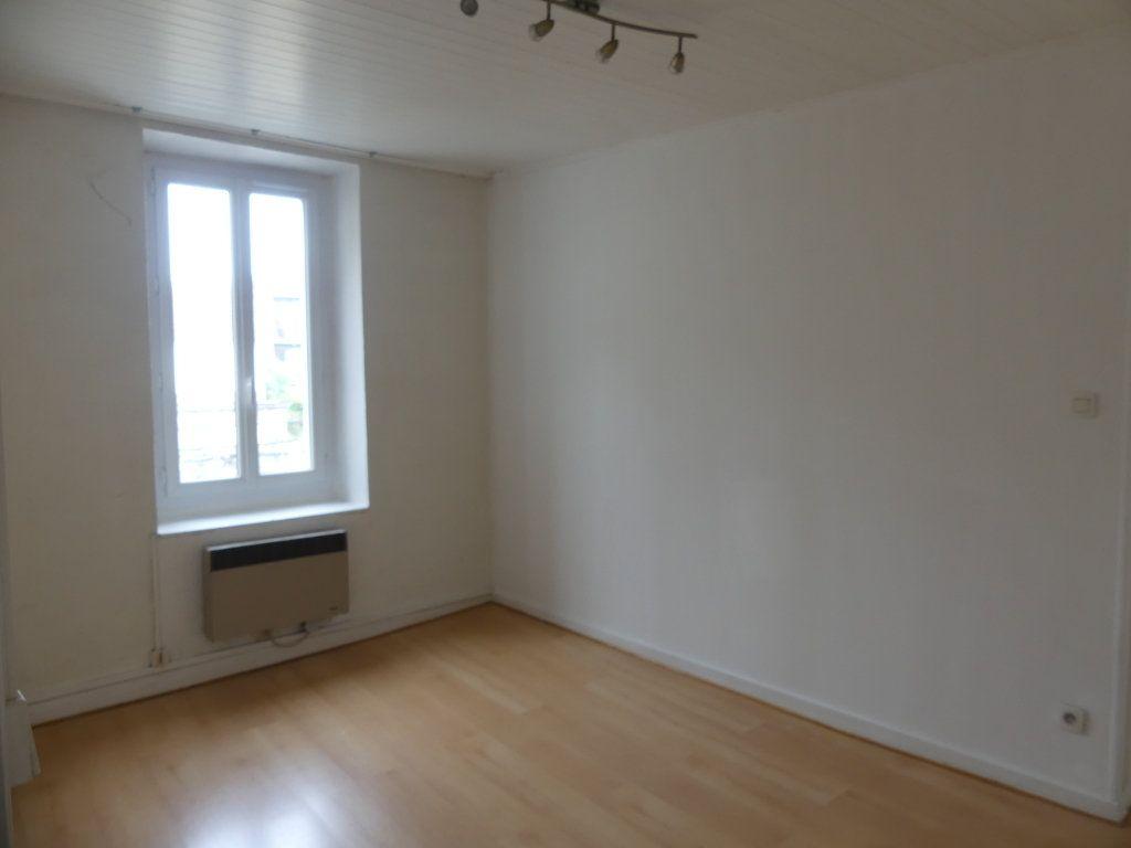 Appartement à louer 3 55.85m2 à Rumilly vignette-1