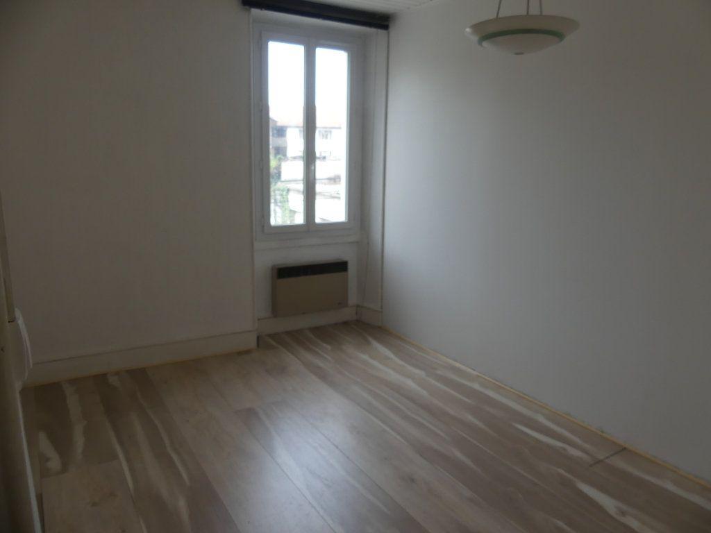 Appartement à louer 3 55.85m2 à Rumilly vignette-2
