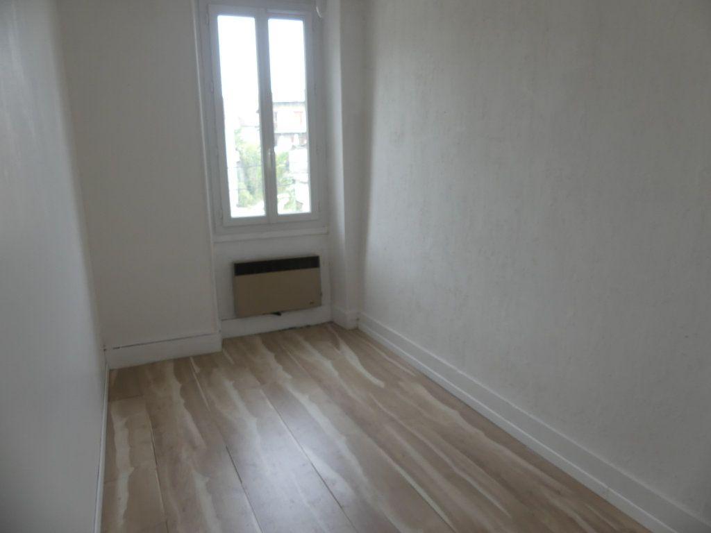 Appartement à louer 3 55.85m2 à Rumilly vignette-3
