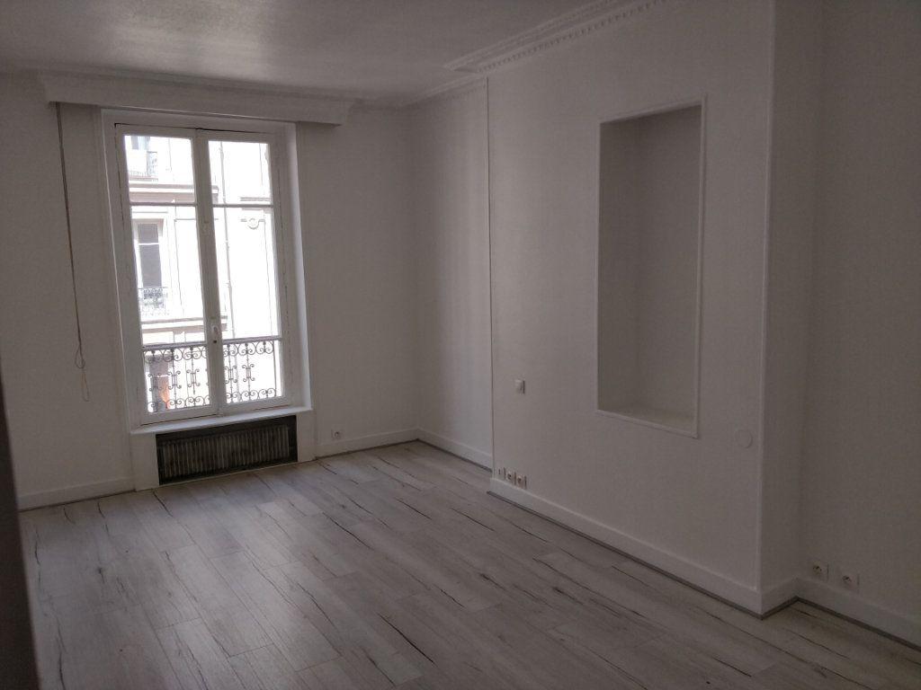 Appartement à louer 2 43.73m2 à Paris 10 vignette-1