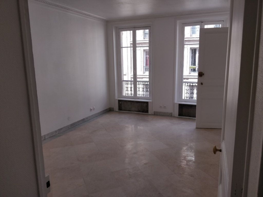 Appartement à louer 2 43.73m2 à Paris 10 vignette-2
