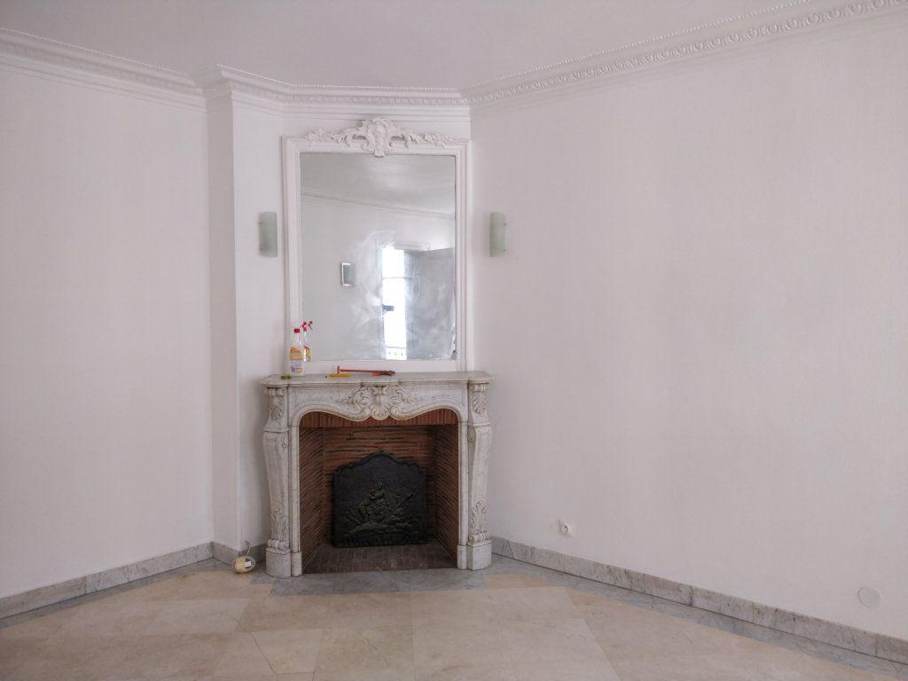Appartement à louer 2 43.73m2 à Paris 10 vignette-3