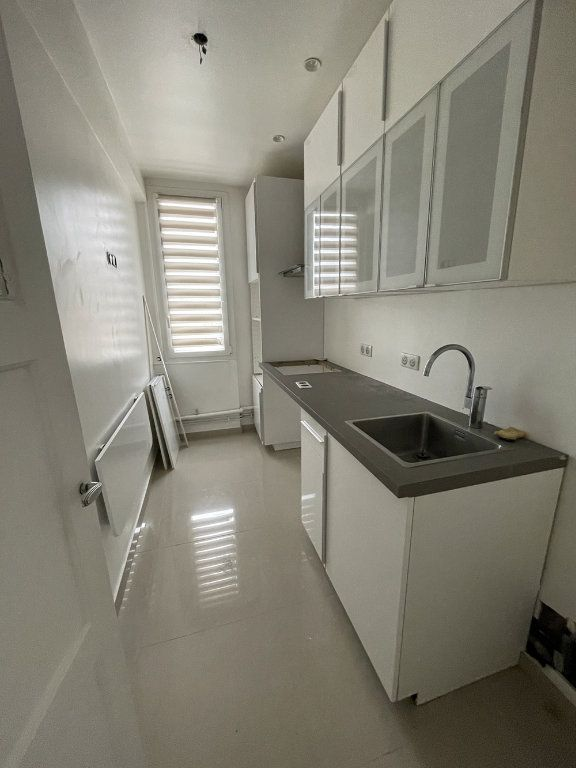 Appartement à louer 3 80.78m2 à Saint-Mandé vignette-2