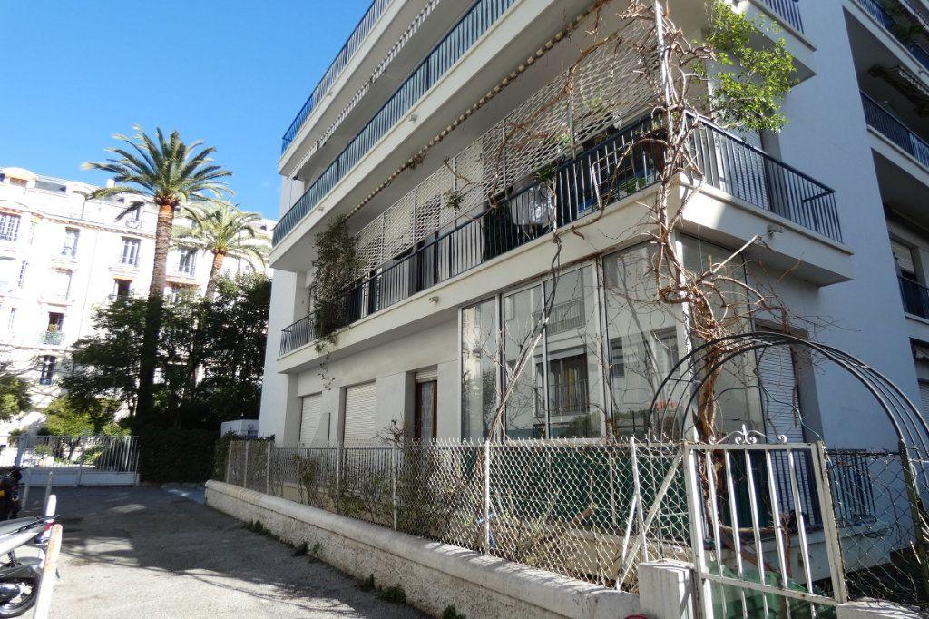 Appartement à vendre 3 47.7m2 à Nice vignette-1