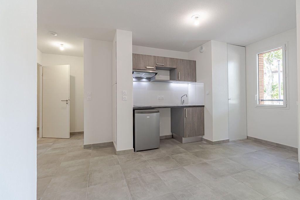 Appartement à louer 2 45.35m2 à Castanet-Tolosan vignette-2