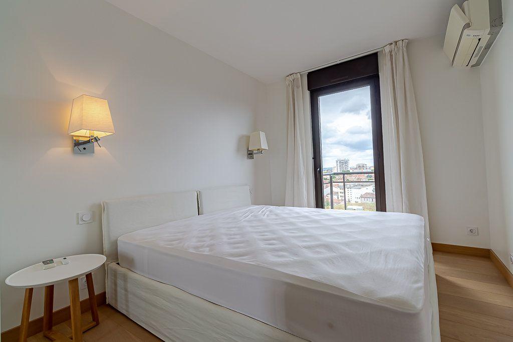Appartement à louer 3 93m2 à Toulouse vignette-6