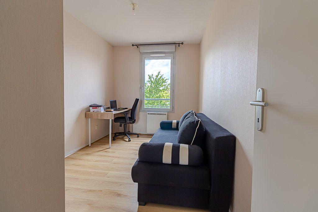 Appartement à louer 4 81.51m2 à Castanet-Tolosan vignette-5