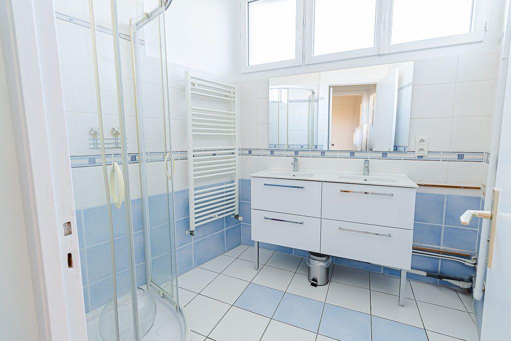 Appartement à louer 5 103m2 à Toulouse vignette-6
