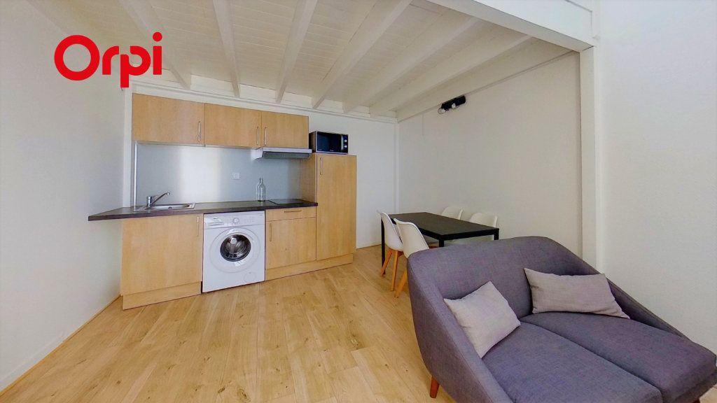 Appartement à louer 2 30m2 à Lyon 8 vignette-1