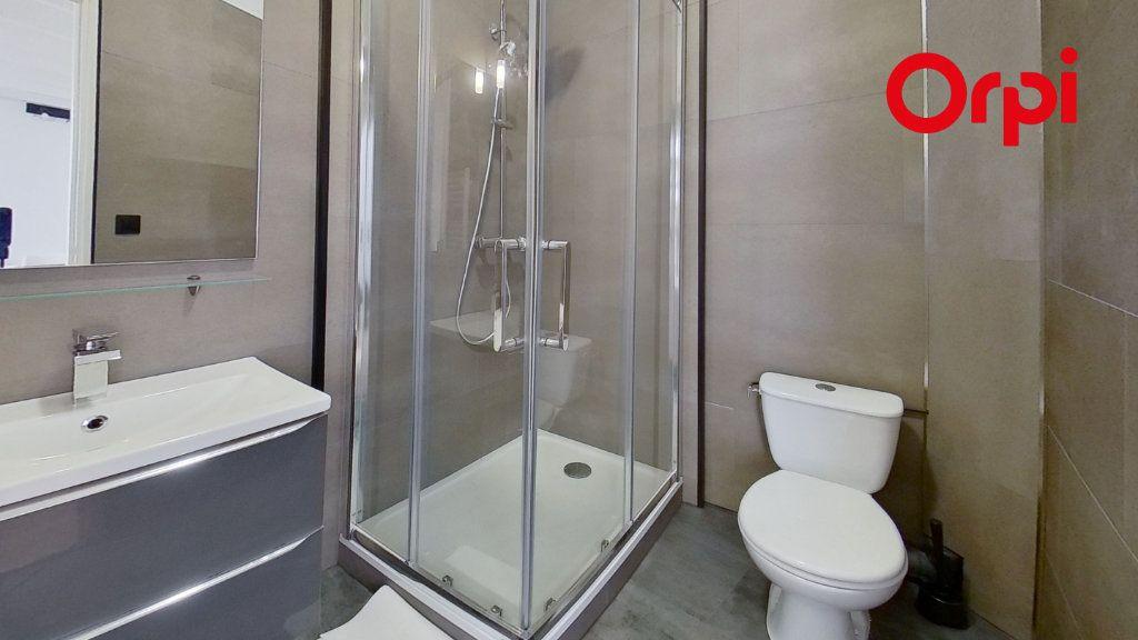 Appartement à louer 2 30m2 à Lyon 8 vignette-4