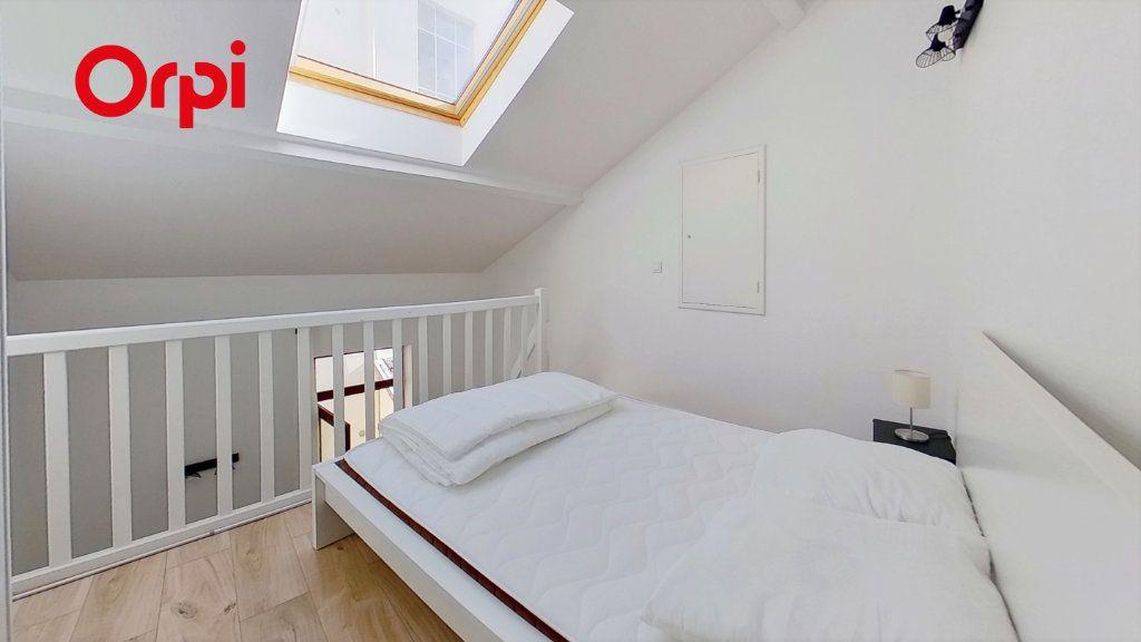Appartement à louer 2 30m2 à Lyon 8 vignette-5