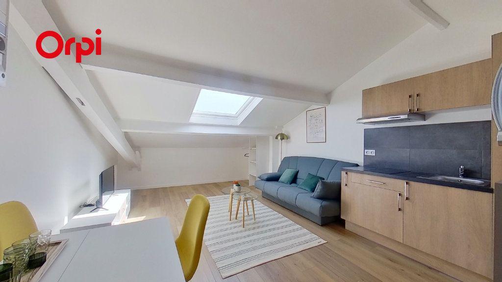 Appartement à louer 1 17.44m2 à Lyon 8 vignette-1