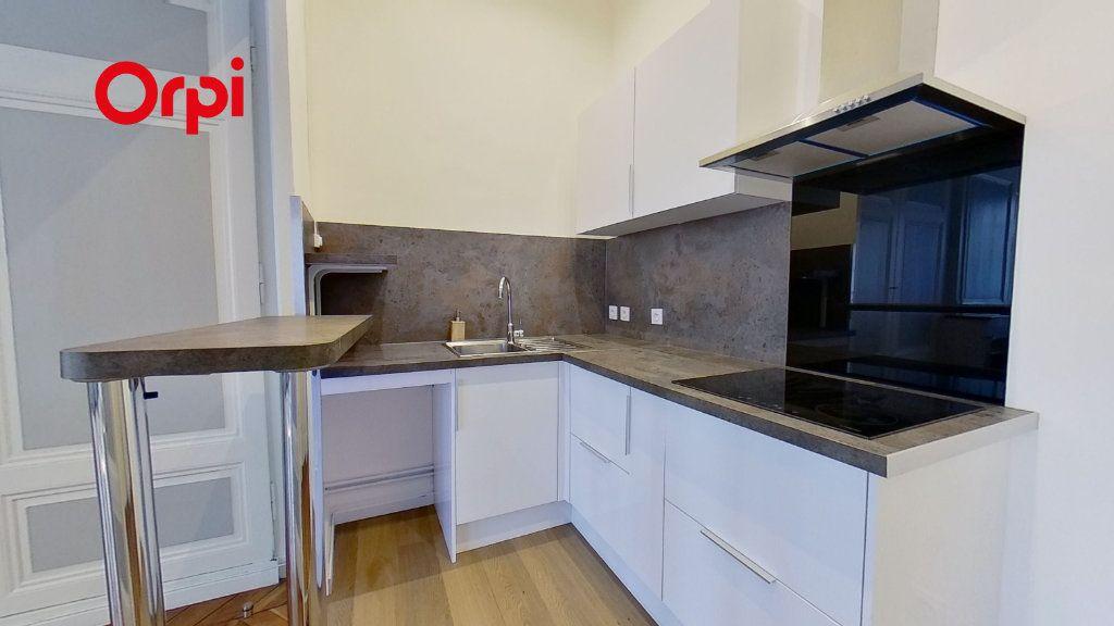 Appartement à louer 2 58.47m2 à Lyon 2 vignette-3