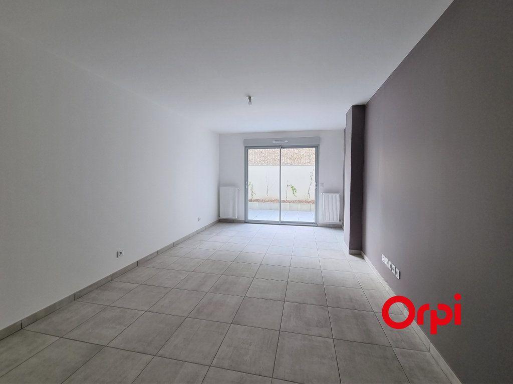 Appartement à louer 3 65.25m2 à Caluire-et-Cuire vignette-2