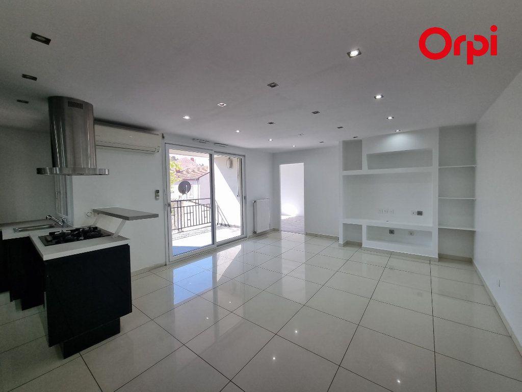 Appartement à louer 4 88.1m2 à Villeurbanne vignette-2