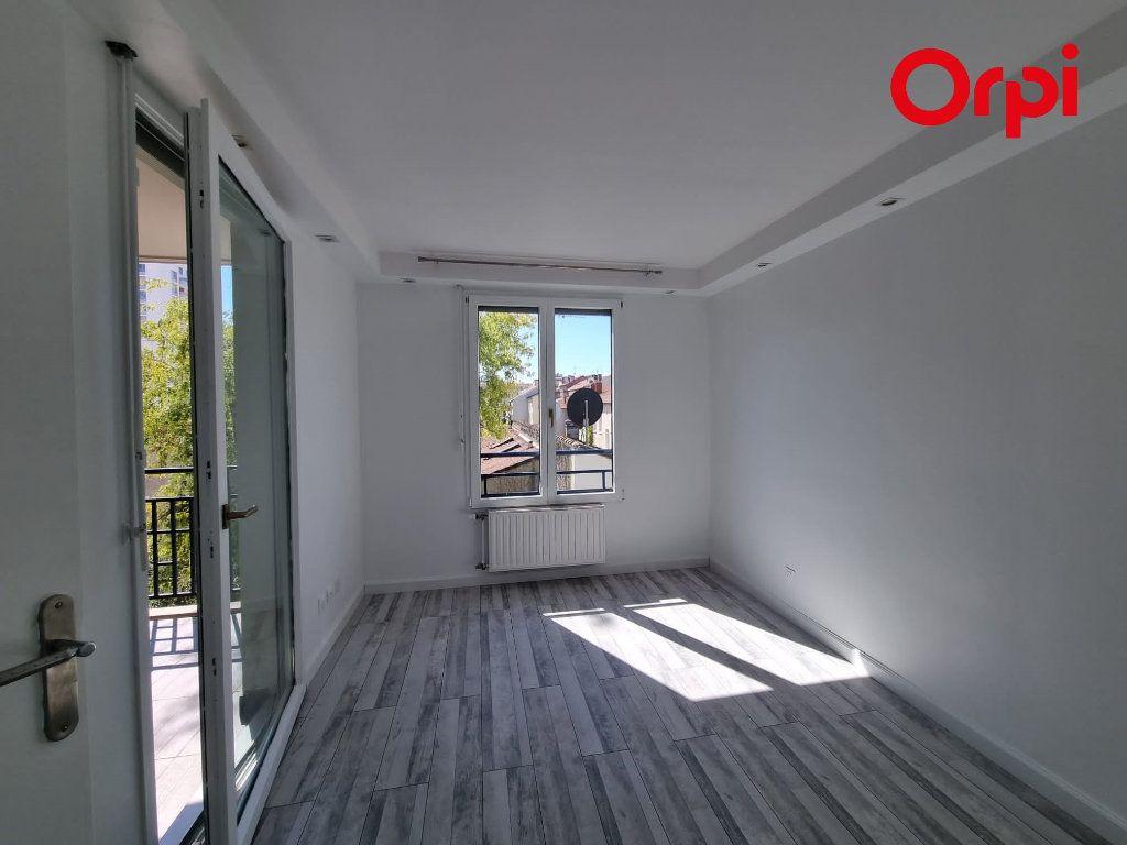 Appartement à louer 4 88.1m2 à Villeurbanne vignette-3