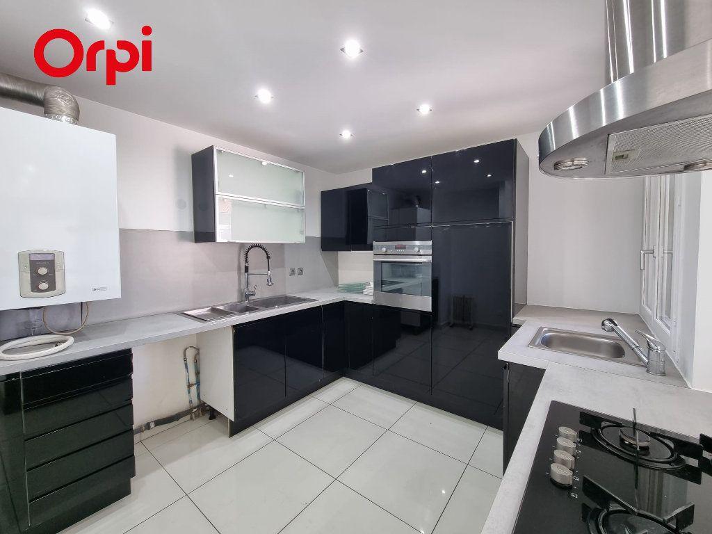 Appartement à louer 4 88.1m2 à Villeurbanne vignette-4