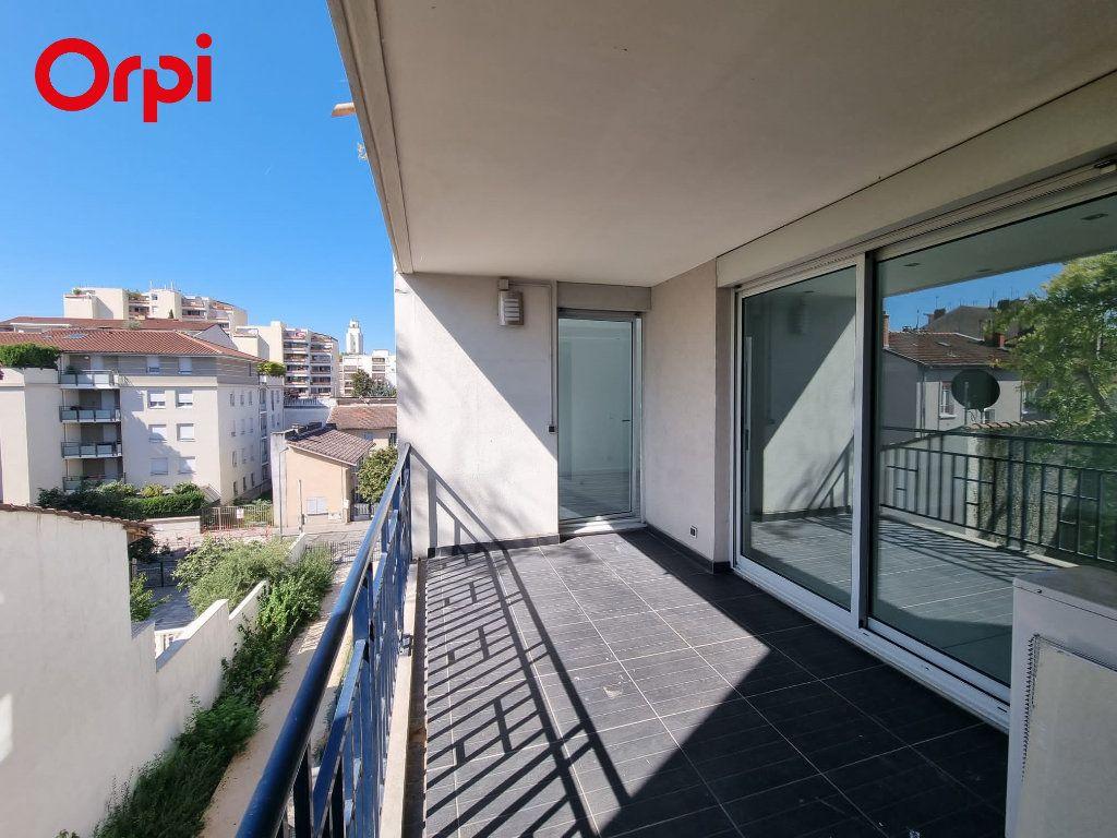 Appartement à louer 4 88.1m2 à Villeurbanne vignette-5