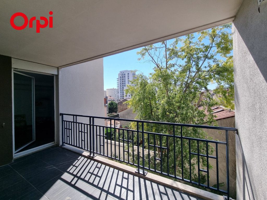 Appartement à louer 4 88.1m2 à Villeurbanne vignette-6