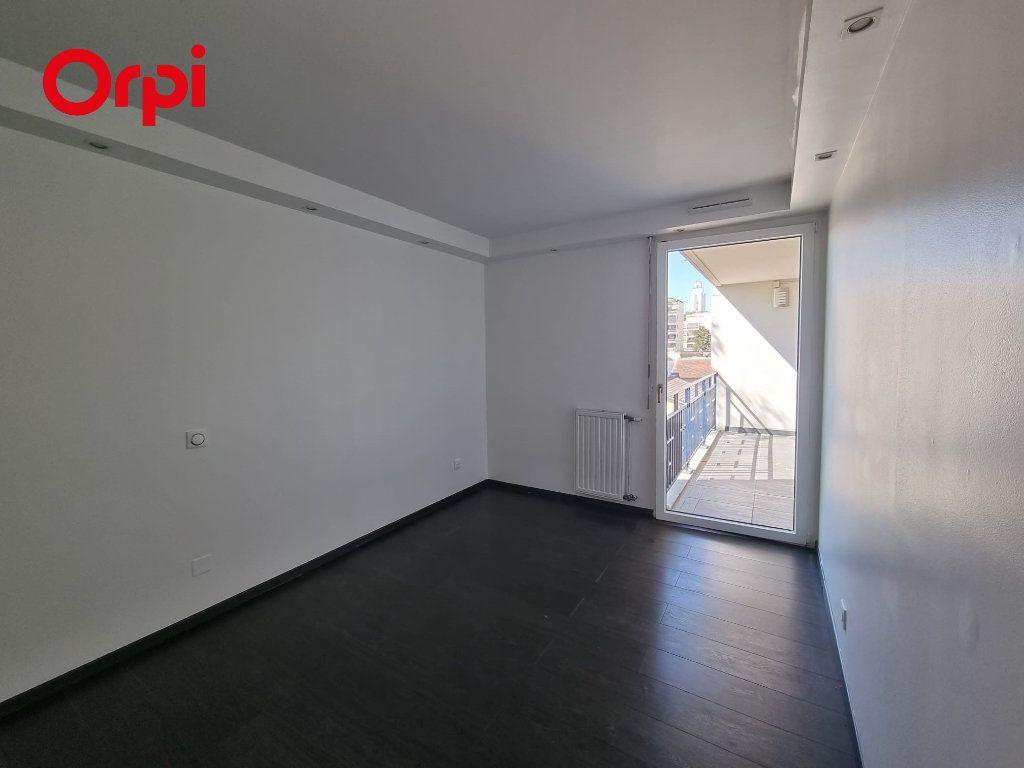 Appartement à louer 4 88.1m2 à Villeurbanne vignette-7