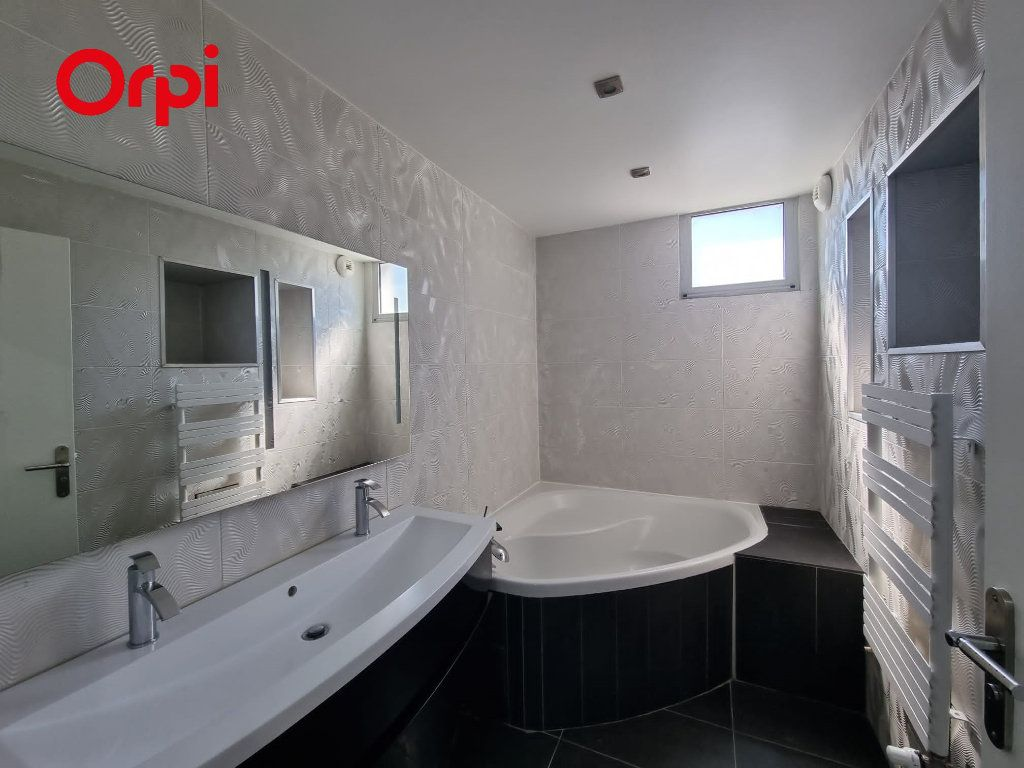 Appartement à louer 4 88.1m2 à Villeurbanne vignette-8