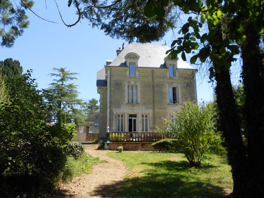 Maison à vendre 11 384m2 à Ménigoute vignette-1