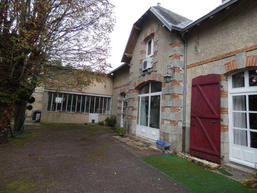 Maison à vendre 11 384m2 à Ménigoute vignette-17