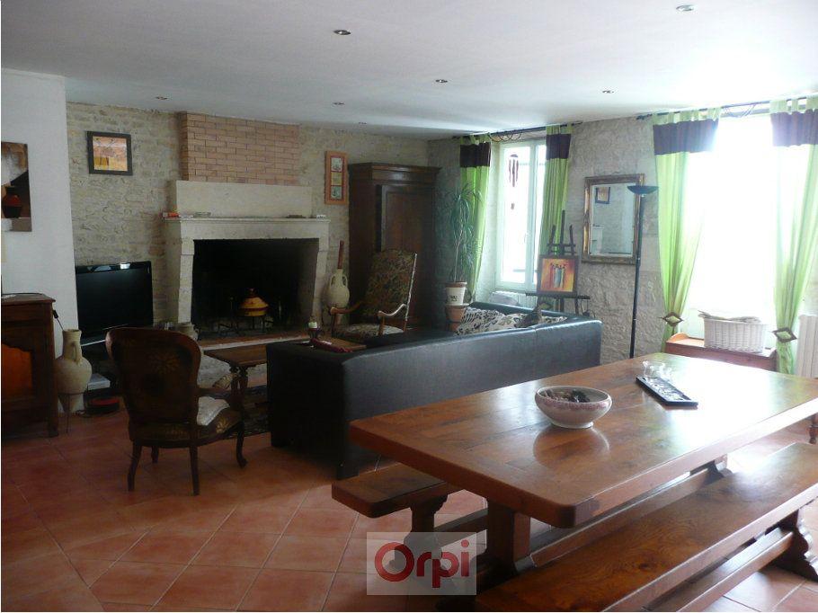 Maison à vendre 6 160m2 à La Grève-sur-Mignon vignette-1