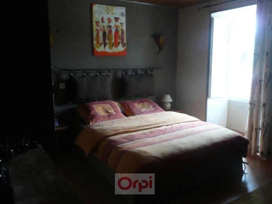 Maison à vendre 6 160m2 à La Grève-sur-Mignon vignette-8