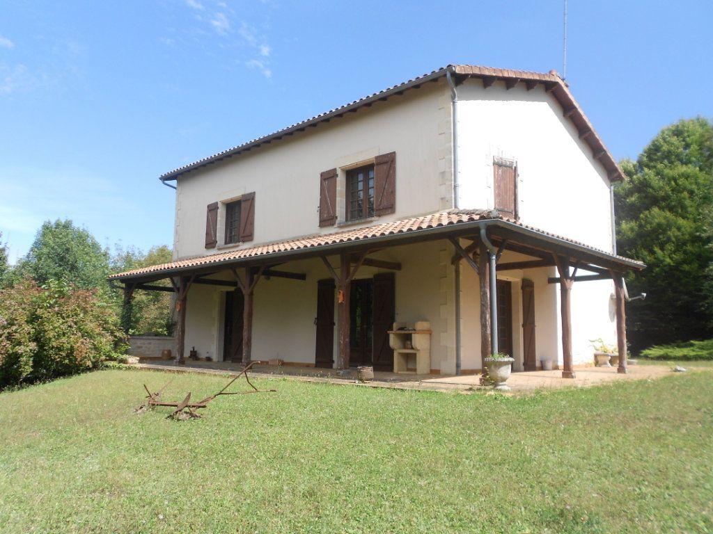 Maison à vendre 6 217m2 à Fressines vignette-1