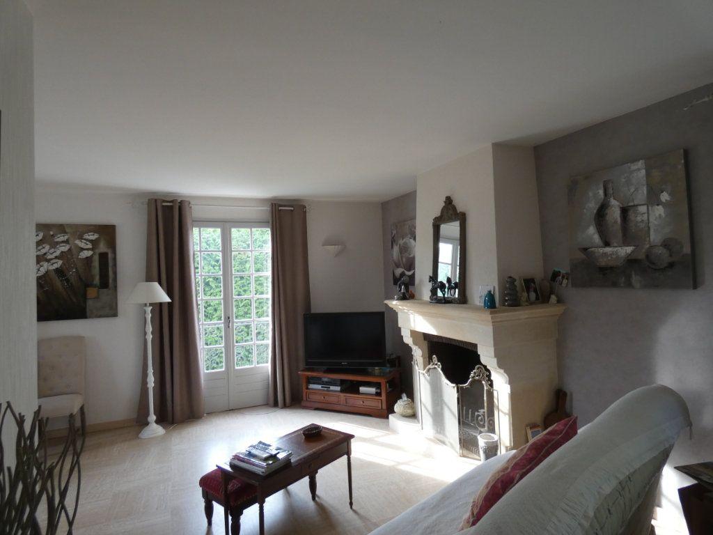 Maison à vendre 9 173m2 à Sauzé-Vaussais vignette-4