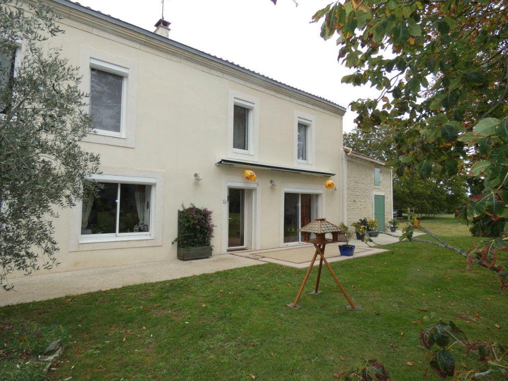 Maison à vendre 8 206m2 à Prissé-la-Charrière vignette-3