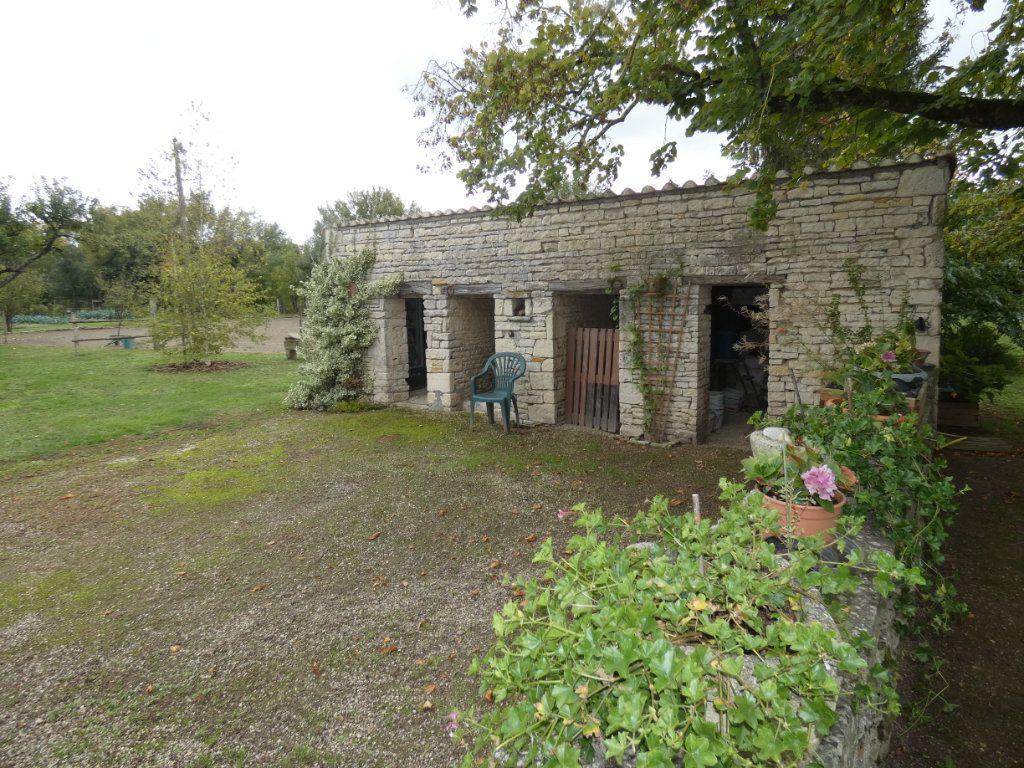 Maison à vendre 8 206m2 à Prissé-la-Charrière vignette-4