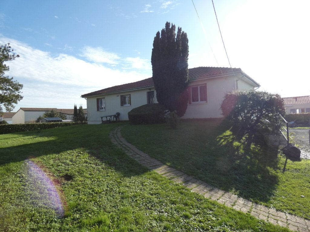 Maison à vendre 4 110m2 à Saint-Jean-de-Liversay vignette-1