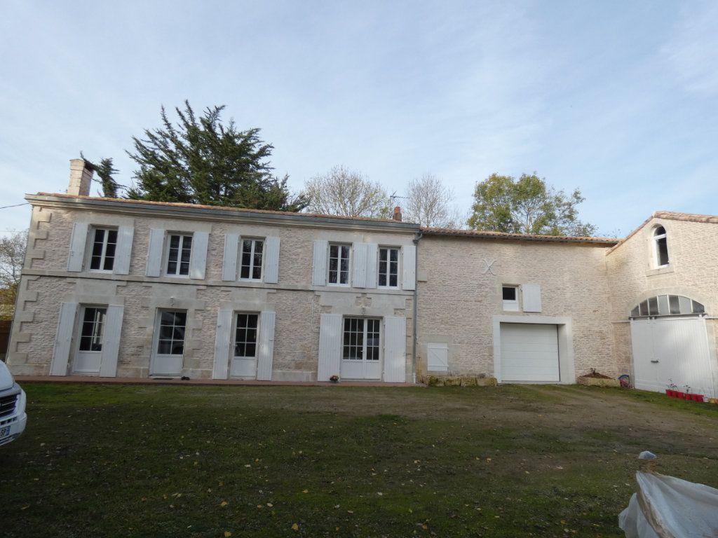 Maison à vendre 7 150m2 à Saint-Symphorien vignette-1
